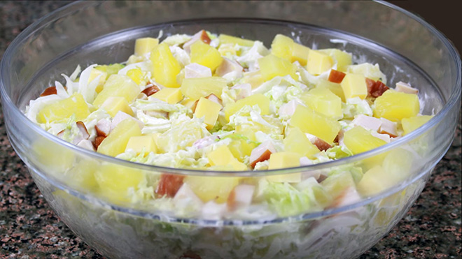 салат с курицей с ананасами