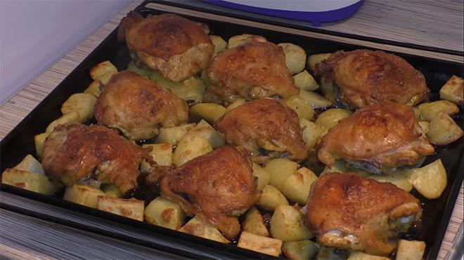 Картошка в духовке с курицей